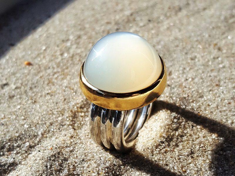 Ring Mondstein Cabochon